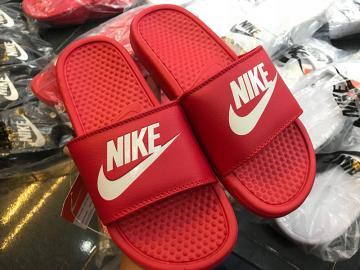 Dép Nike Benassi JDI màu đỏ